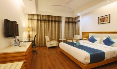 FabHotels in Gurgaon (2 image FabHotel GRD DLF Square)
