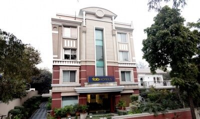 FabHotels in New Delhi (1 image FabHotel Casa Friends Colony)