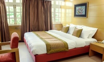 FabHotels in New Delhi Railway Station (image FabHotel Daffodils Inn Connaught Place)