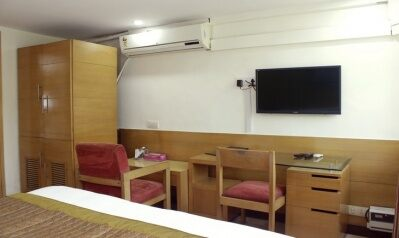 FabHotels in New Delhi (2 image FabHotel Daffodils Inn Connaught Place)